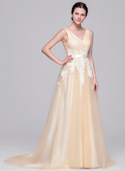 A-Line/Princess V-neck Court Train Tulle Wedding Dress With Ruffle Appliques Lace