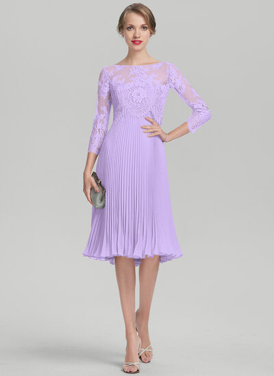 A-Line Sweetheart Knee-Length Chiffon Mother of the Bride Dress With Pleated