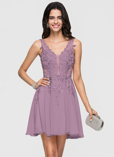 A-Line/Princess V-neck Short/Mini Chiffon Homecoming Dress With Lace Beading