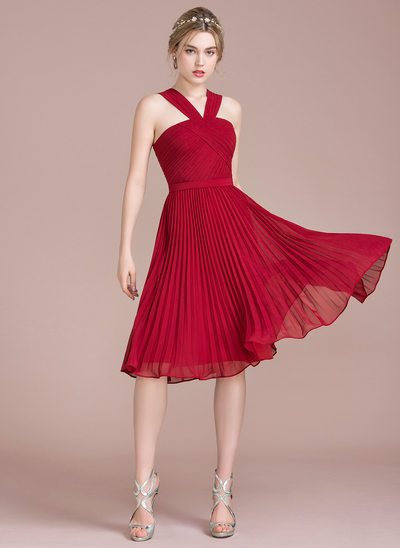 A-Line/Princess V-neck Knee-Length Cocktail Dress With Pleated