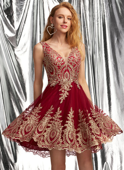 A-Line V-neck Short/Mini Tulle Homecoming Dress With Appliques Lace