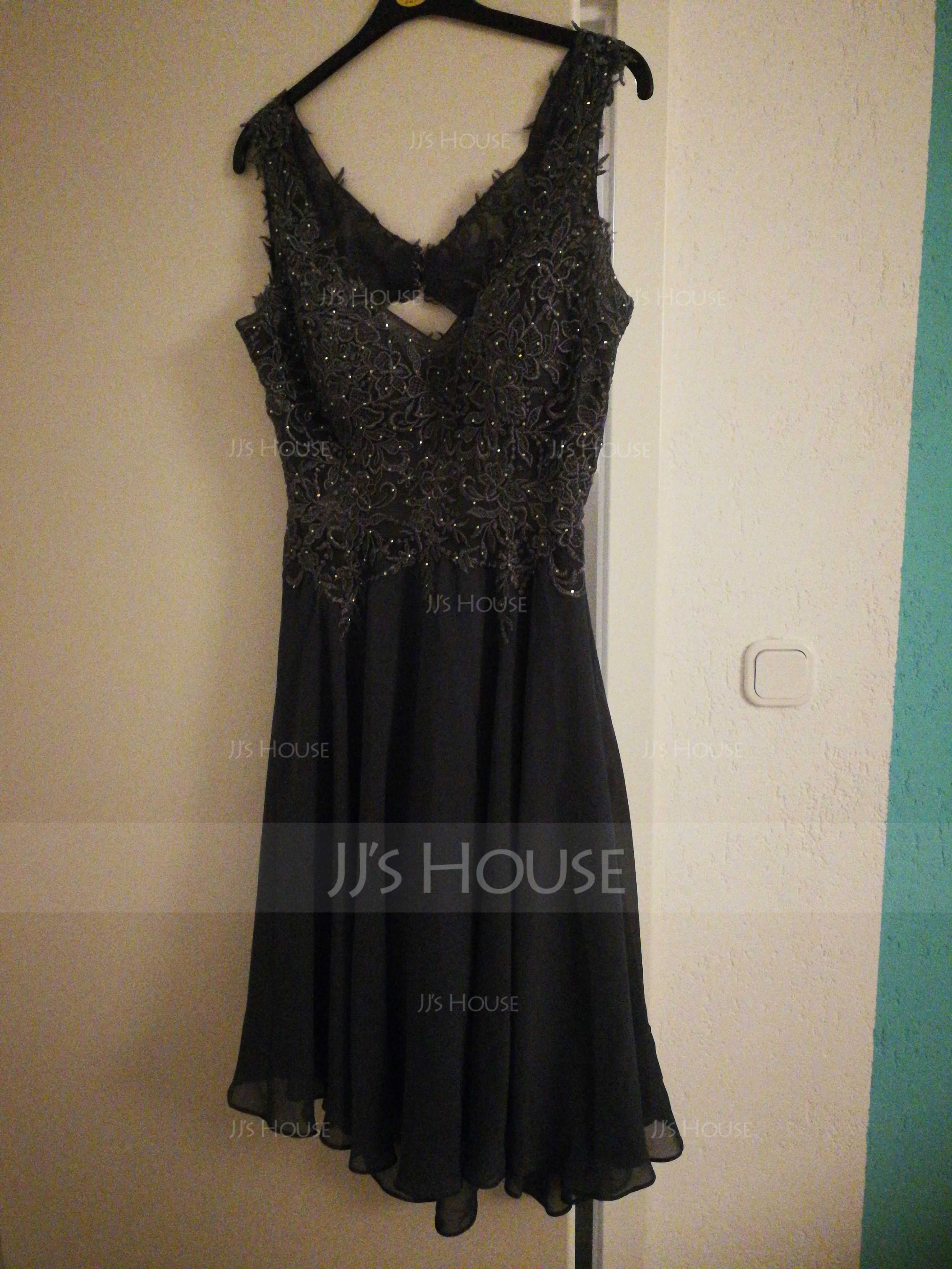 A-Line V-neck Knee-Length Chiffon Homecoming Dress With Beading (022203156)