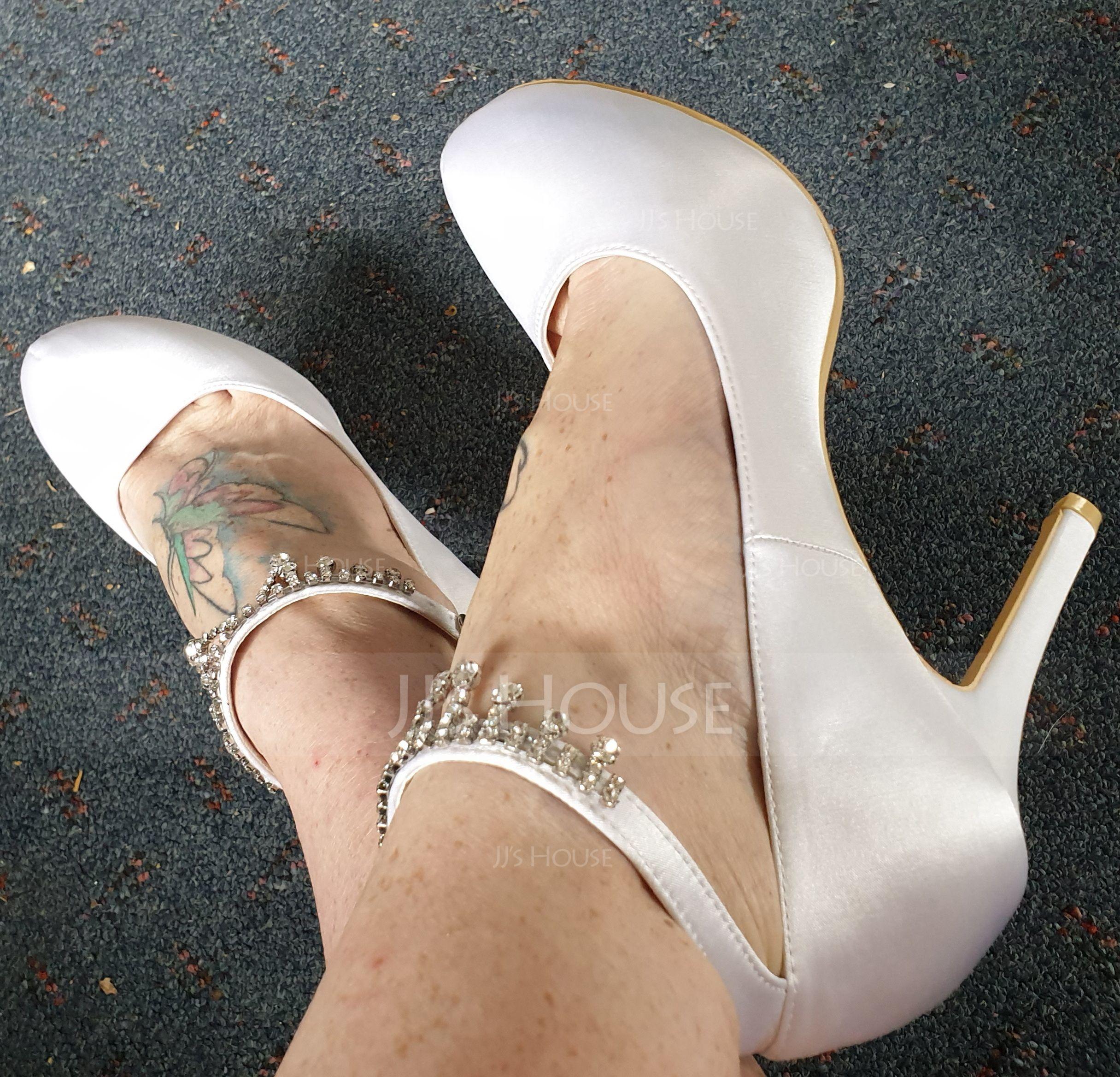 Women's Satin Stiletto Heel Closed Toe Pumps With Rhinestone Tassel (047057099)