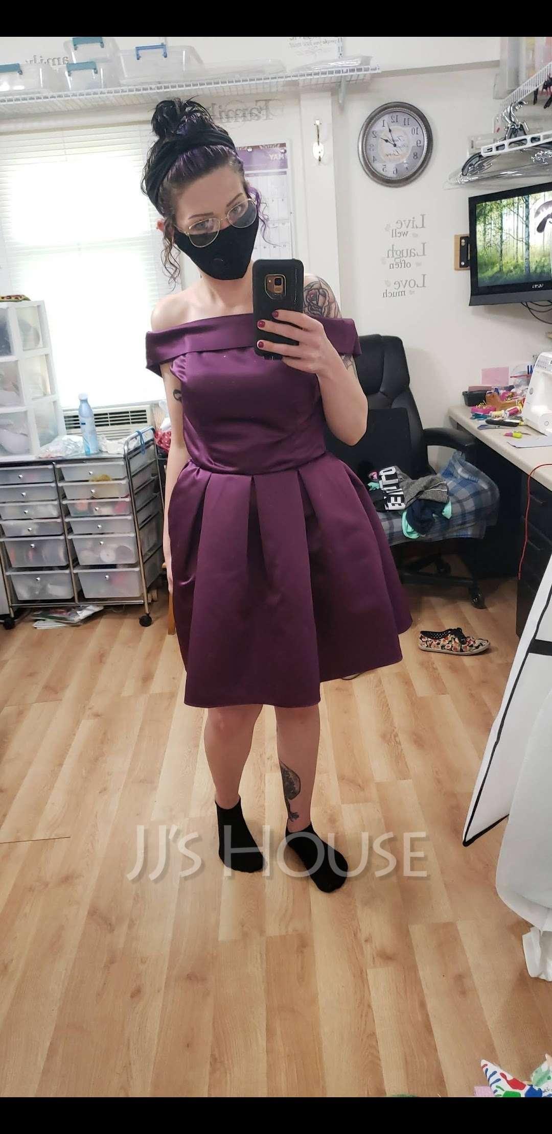 A-Line/Princess Off-the-Shoulder Short/Mini Satin Cocktail Dress