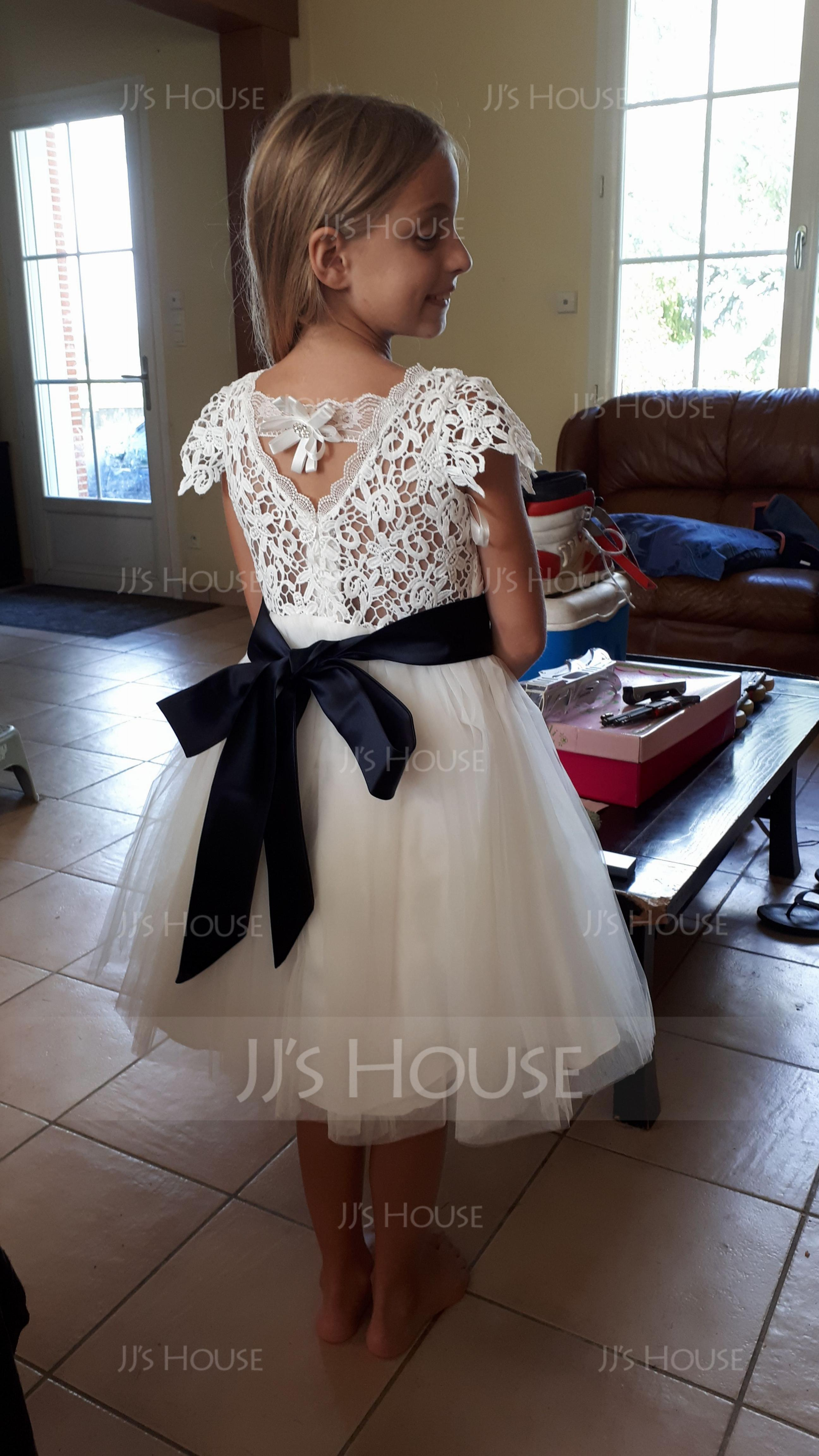 A-Line/Princess Knee-length Flower Girl Dress - Tulle/Lace Short Sleeves Scoop Neck With Sash/Flower(s)/Back Hole (010104926)