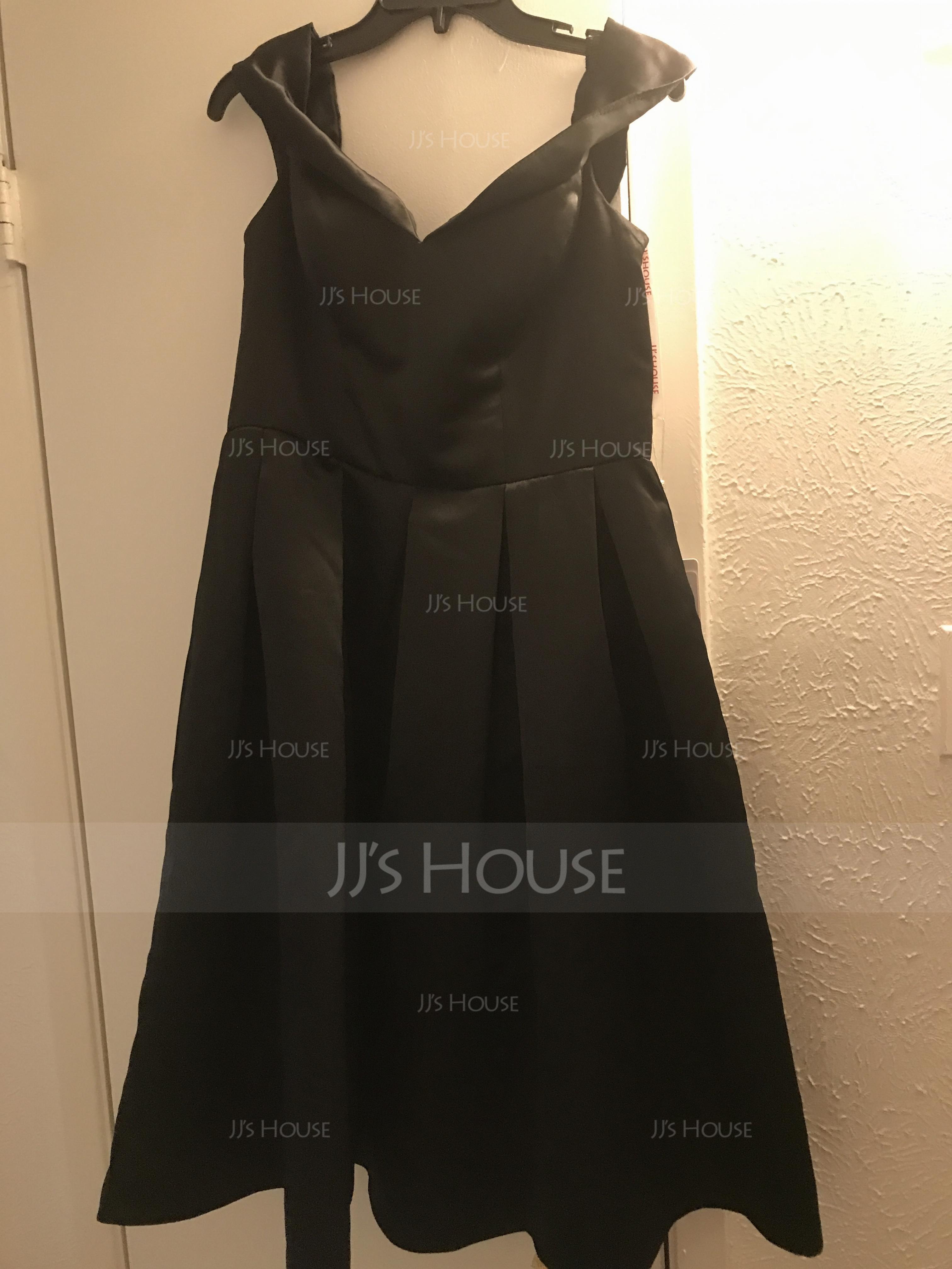 Трапеция Выкл-в-плечо Длина до колен Атлас Платье Подружки Невесты (007104710)