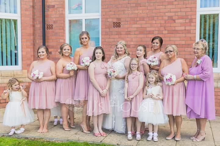 A-Linie V-Ausschnitt Knielang Chiffon Kleider für junge Brautjungfern mit Gestufte Rüschen (009130613)