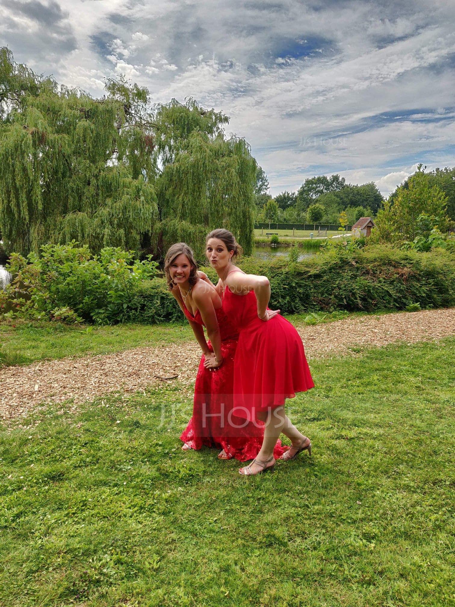 Trumpet/Mermaid V-neck Sweep Train Sequined Prom Dresses (018175953)