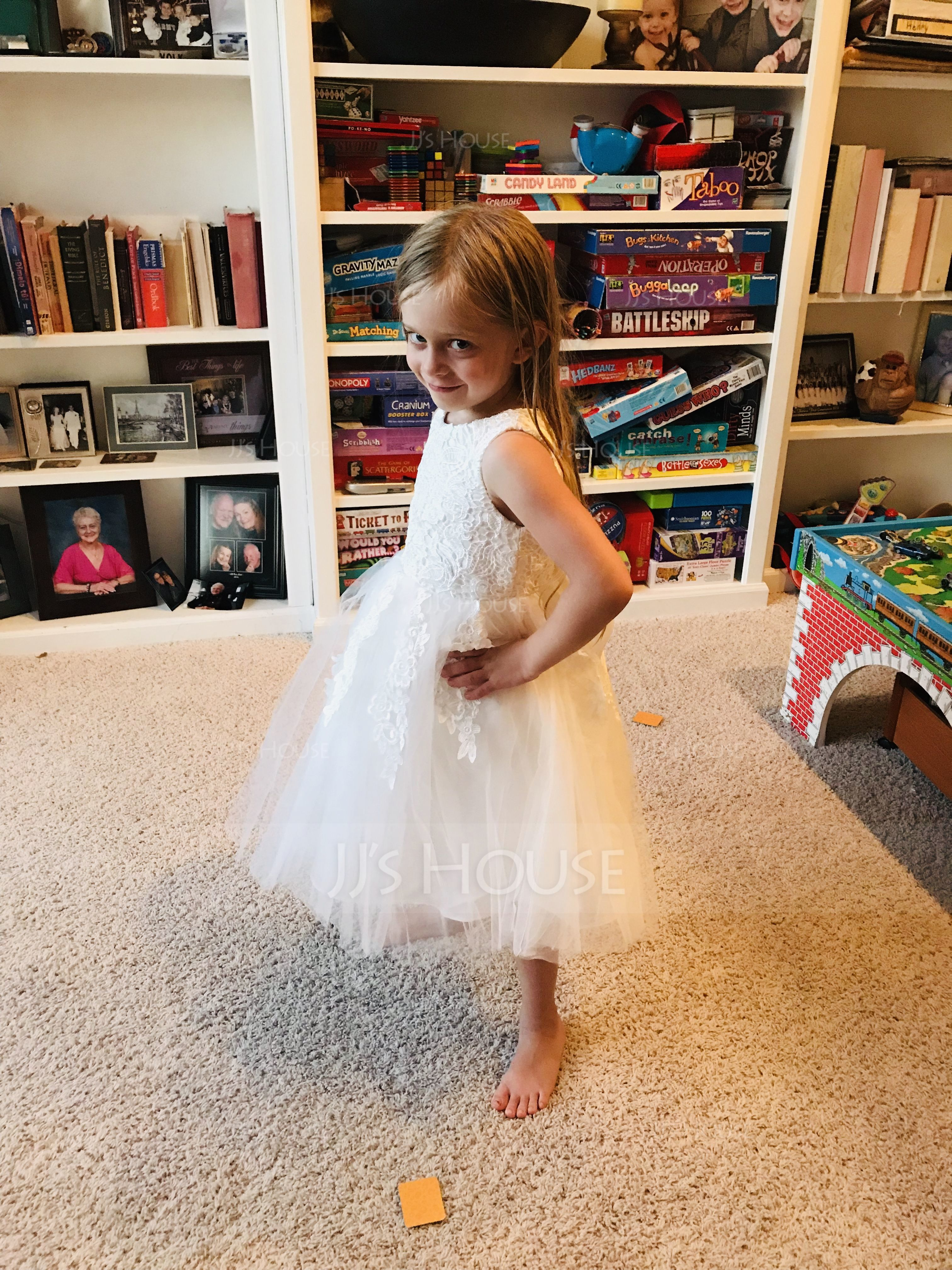 A-Line/Princess Knee-length Flower Girl Dress - Tulle/Lace Sleeveless Scoop Neck With Lace/Bow(s) (010117689)