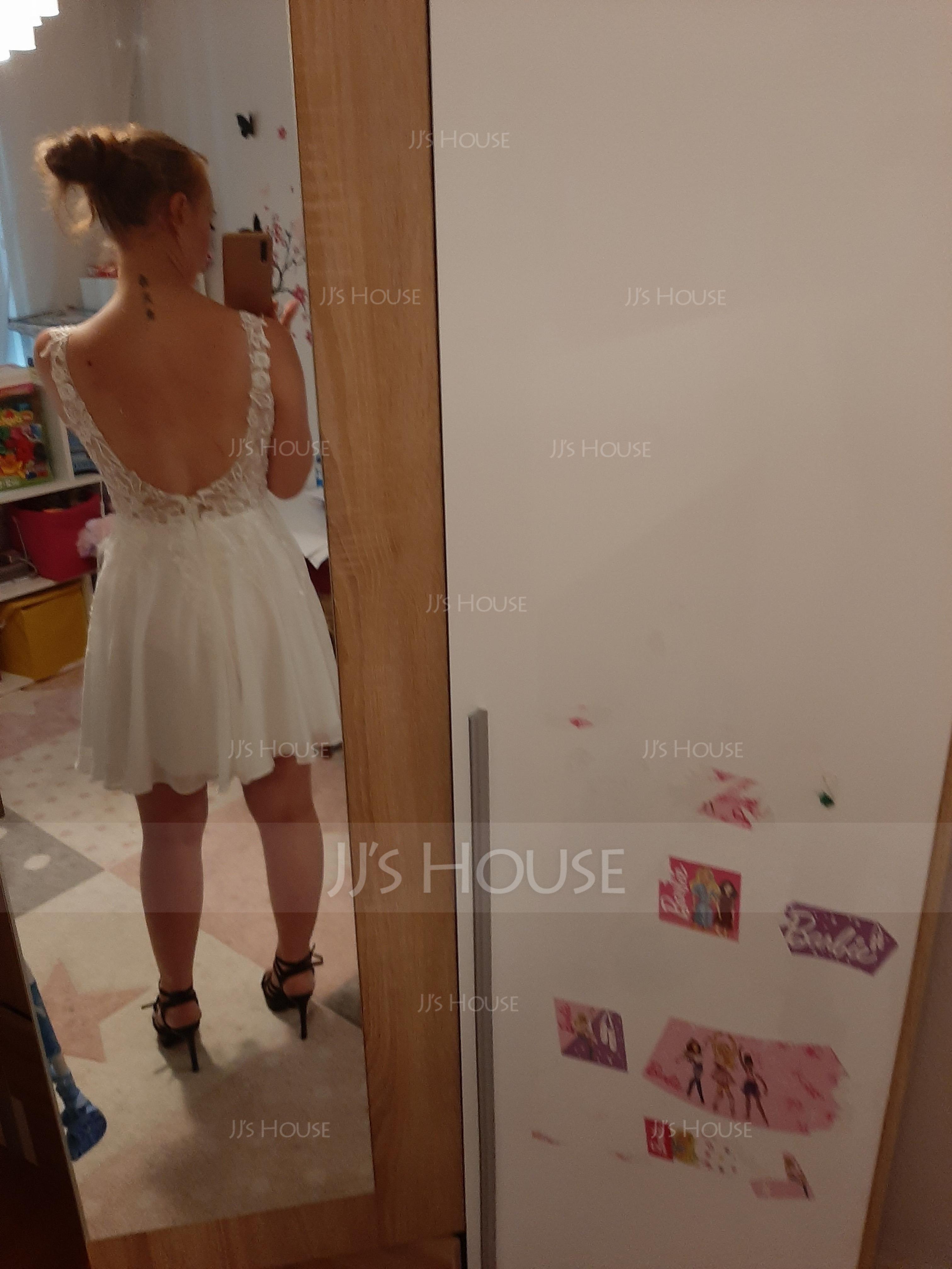 A-Line V-neck Short/Mini Chiffon Homecoming Dress With Lace Beading (300244169)