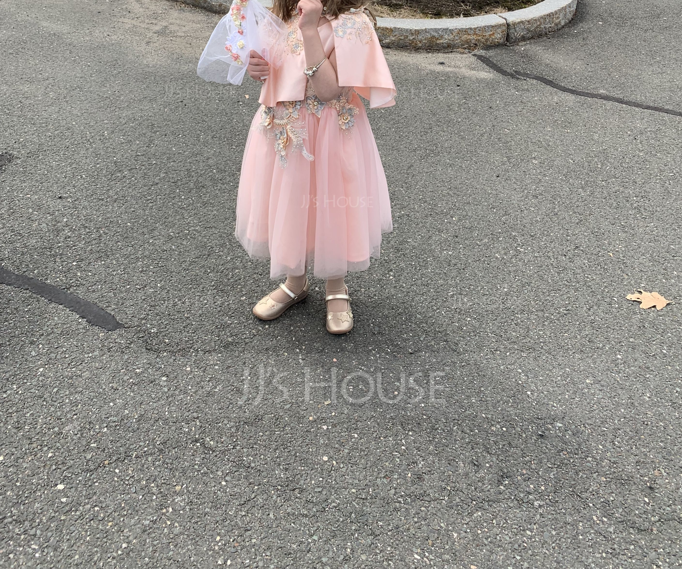 A-Line/Princess Knee-length Flower Girl Dress - Tulle 1/2 Sleeves Scoop Neck With Flower(s) (010164606)