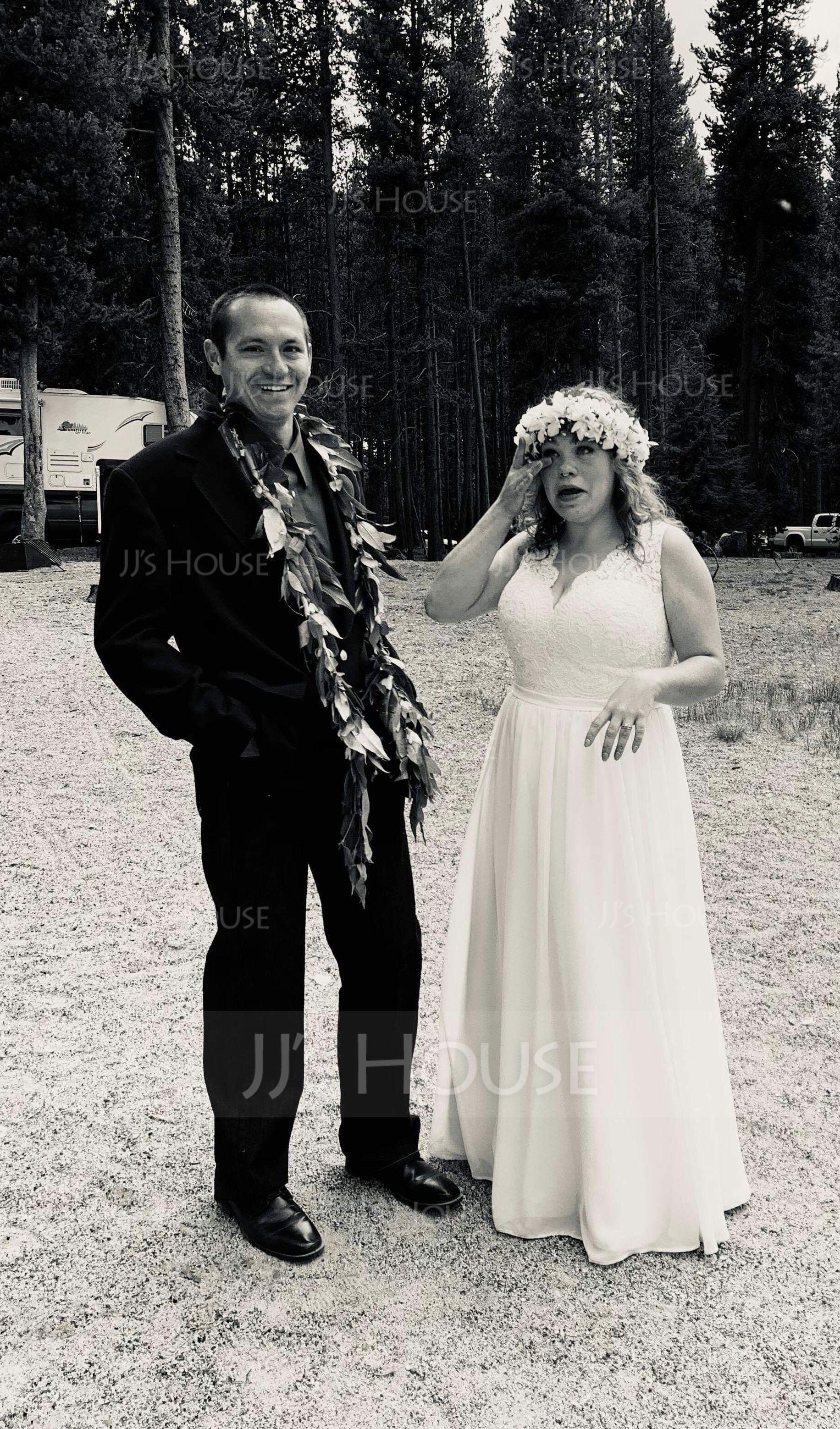 Forme Princesse Col V Traîne moyenne Mousseline Robe de mariée (002104627)