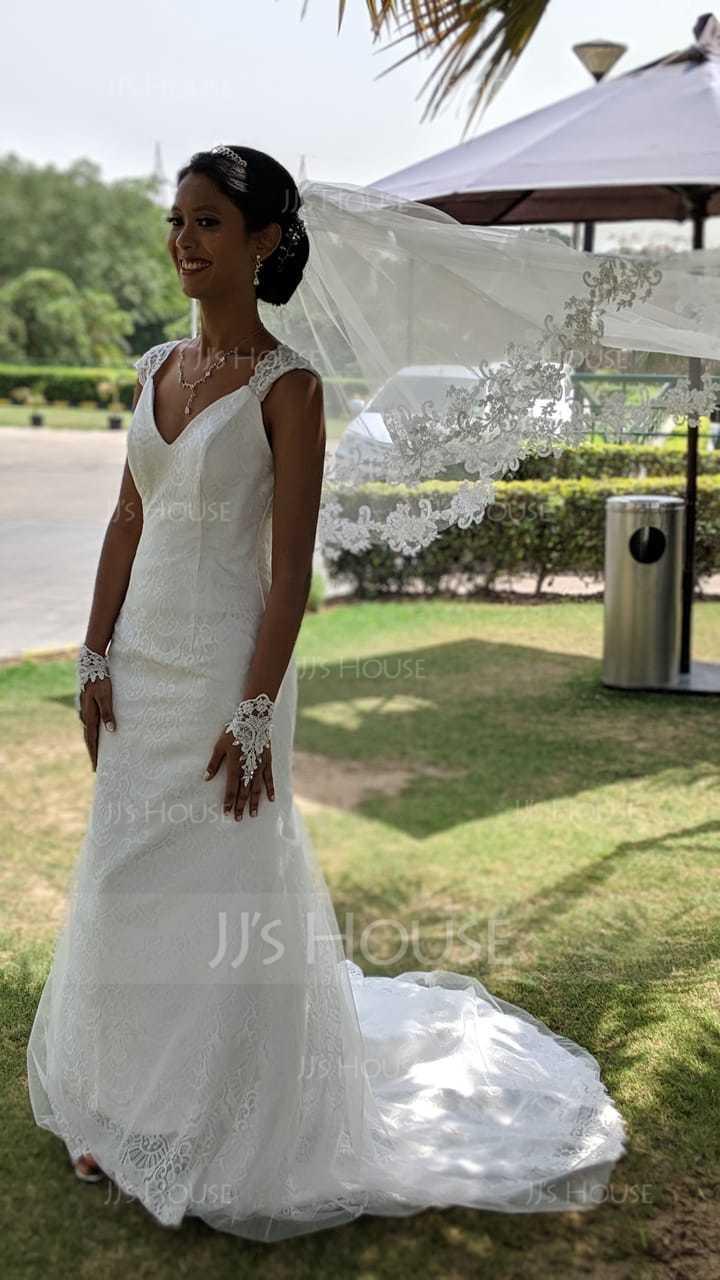 Trumpet/Mermaid V-neck Court Train Tulle Lace Wedding Dress (002107832)
