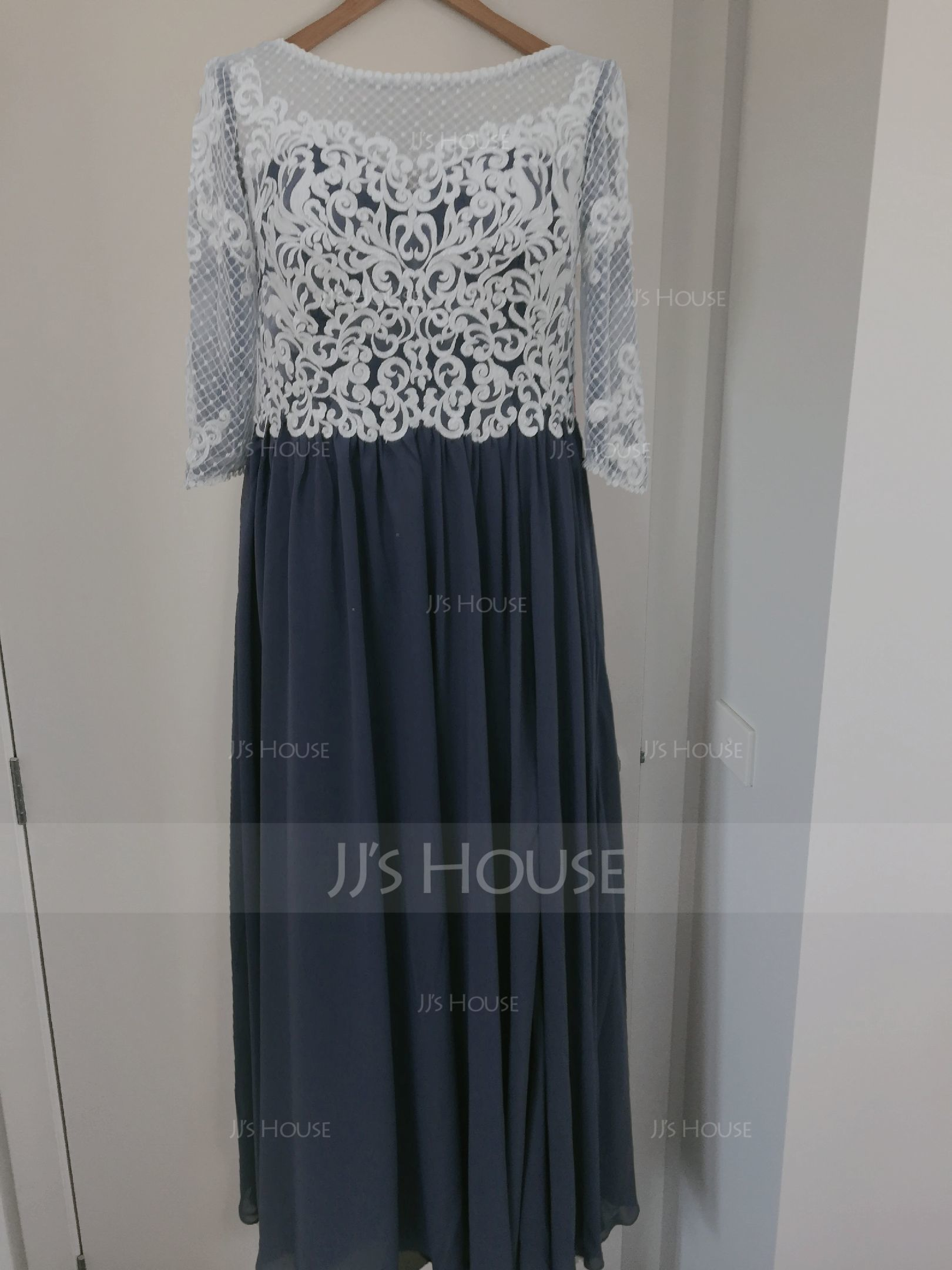 Aライン スクープネック マキシレングス シフォン イブニングドレス とともに スプリットフロント (017209170)
