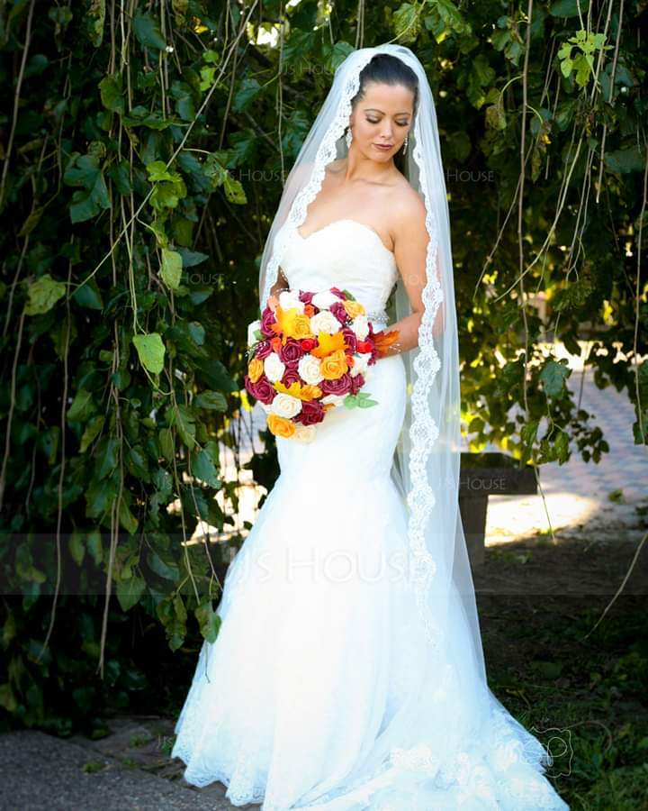 One-tier Chapel Bridal Veils With Lace Applique Edge (006036773)