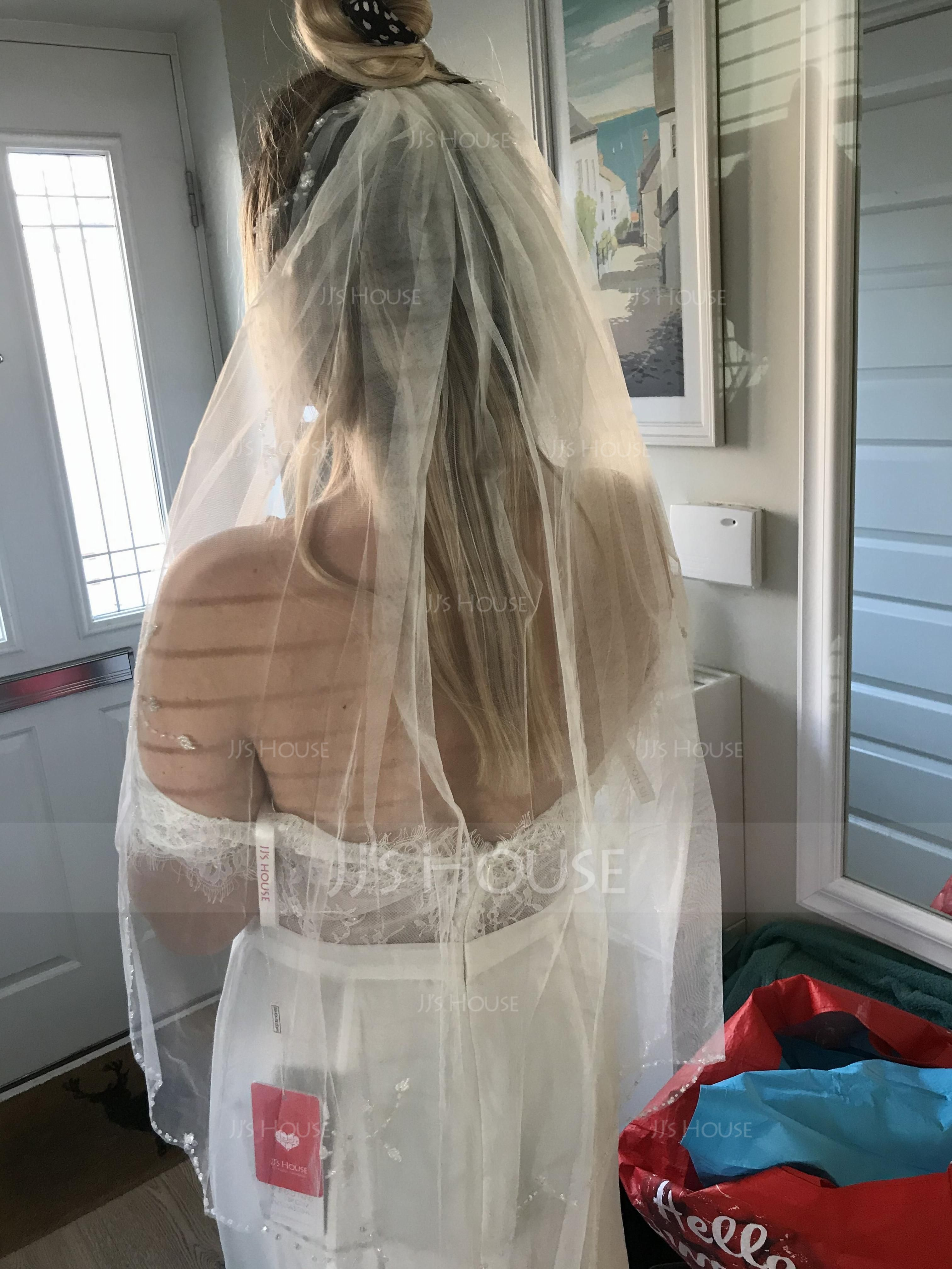 One-tier Elbow Bridal Veils With Pearl Trim Edge (006066059)