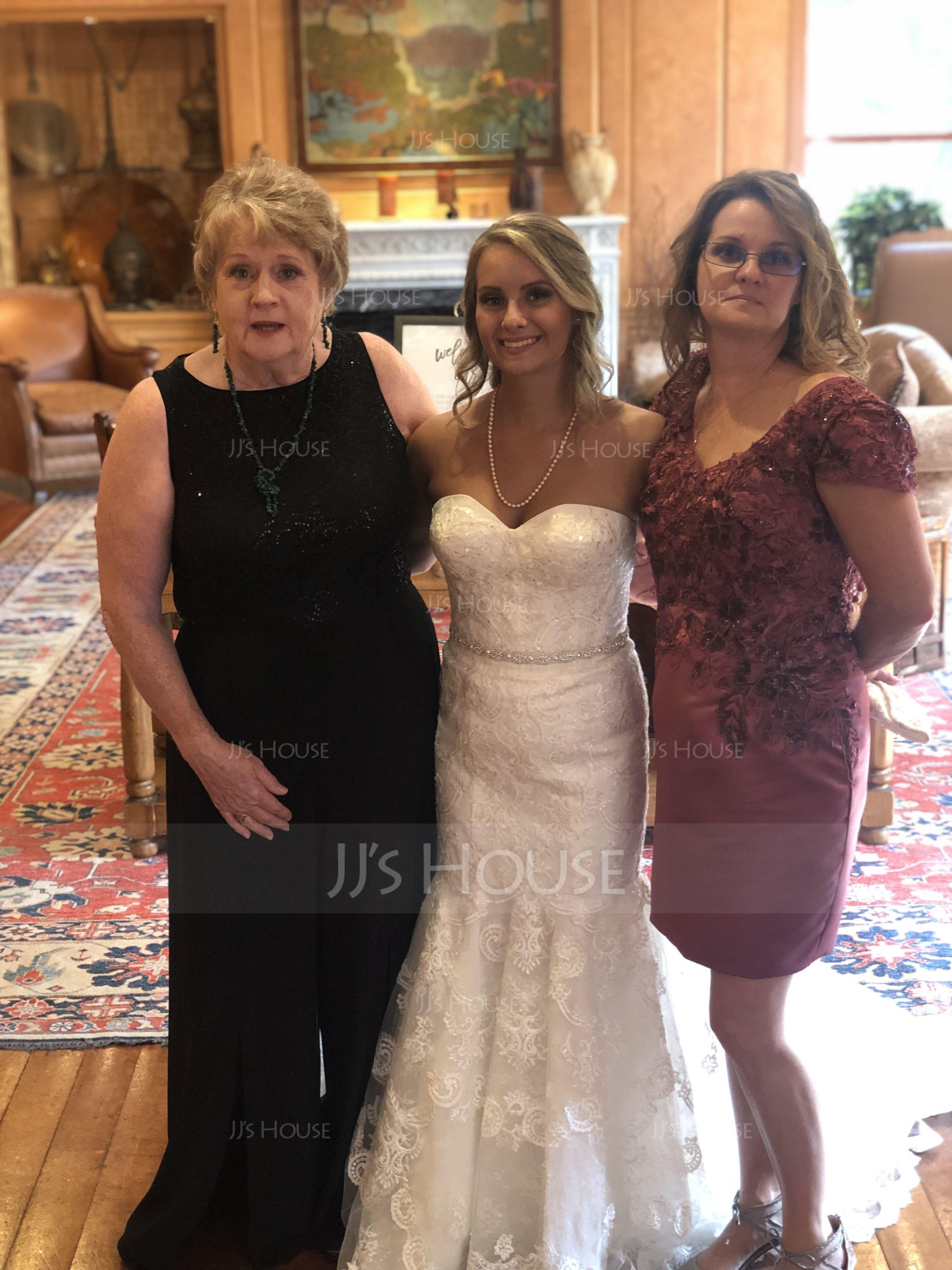 Sheath/Column V-neck Knee-Length Satin Lace Mother of the Bride Dress (008179202)