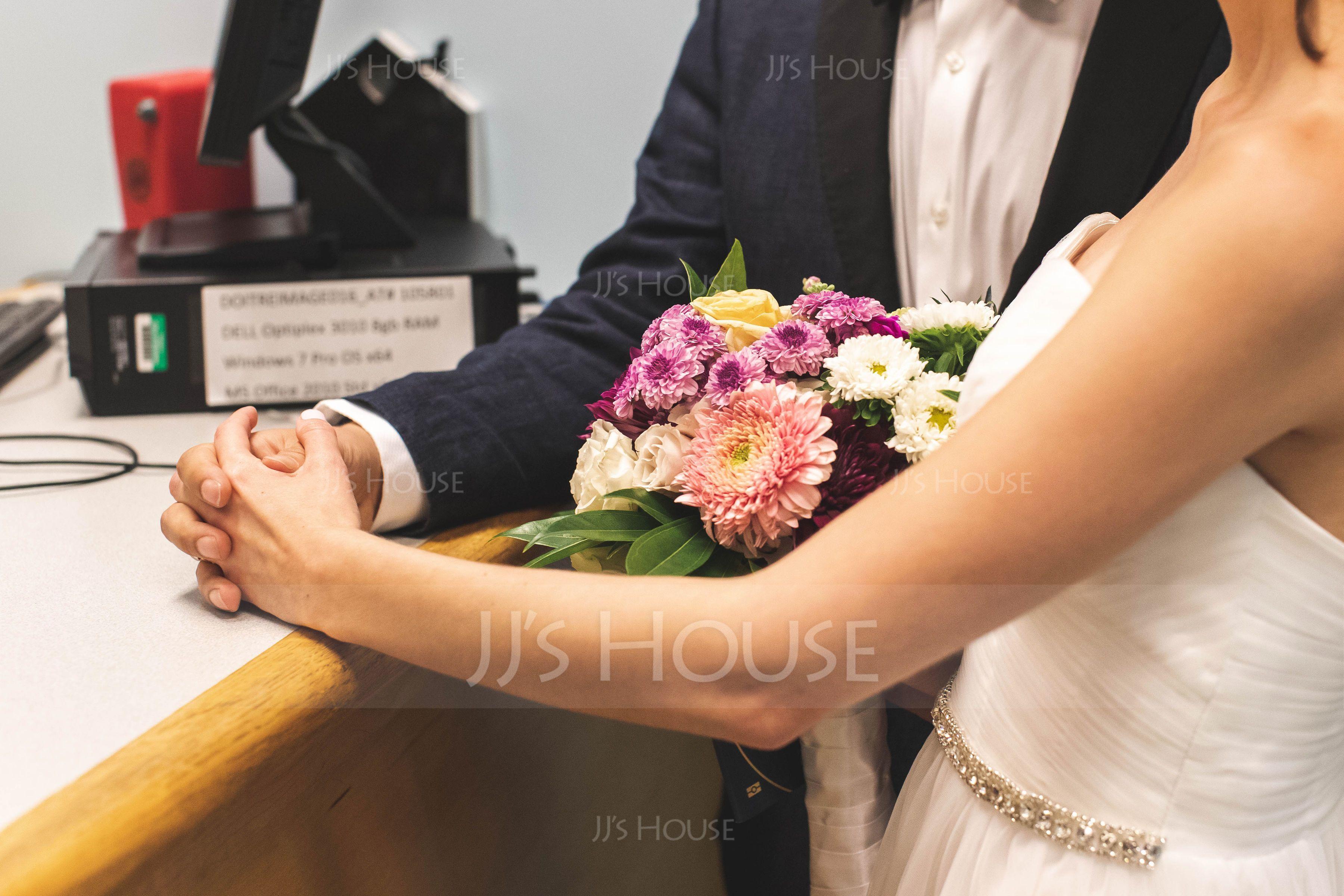 A-Line/Princess Sweetheart Floor-Length Tulle Wedding Dress With Ruffle Beading (002088474)