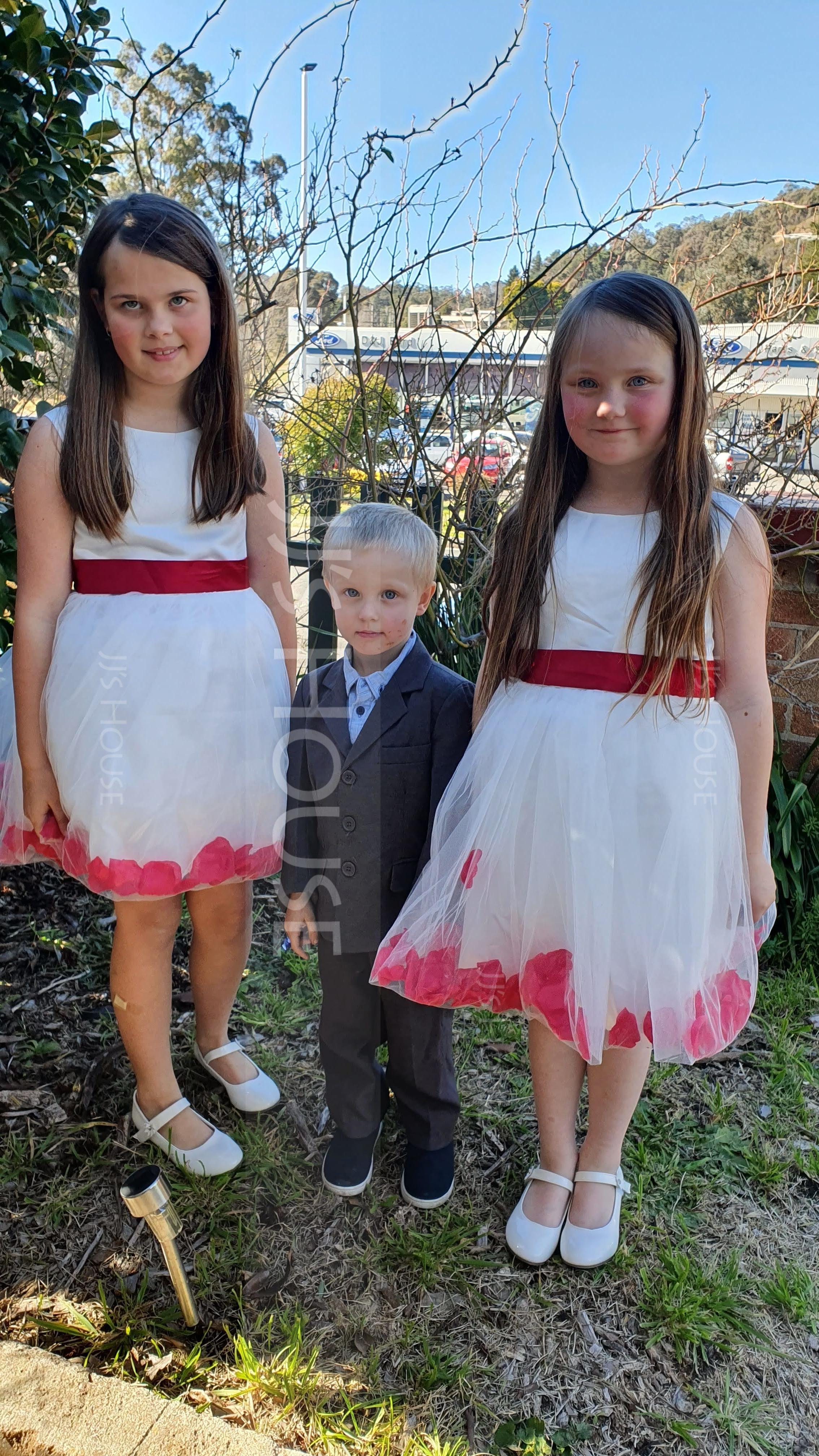 Ball Gown Knee-length Flower Girl Dress - Cotton Blends Sleeveless Scoop Neck With Flower(s)/Bow(s) (010087444)