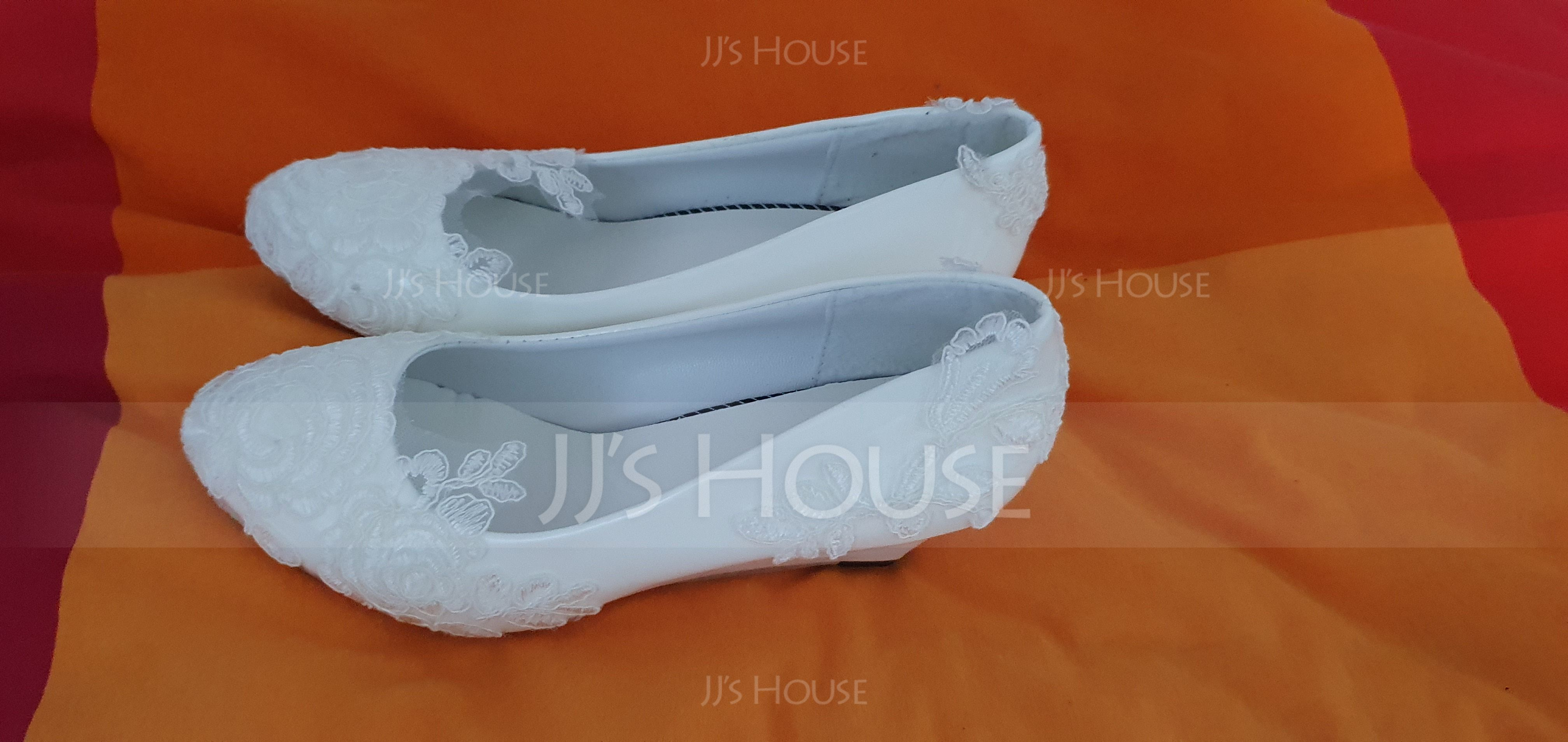 Women's Patent Leather Wedge Heel Closed Toe Pumps With Stitching Lace Flower (047120921)