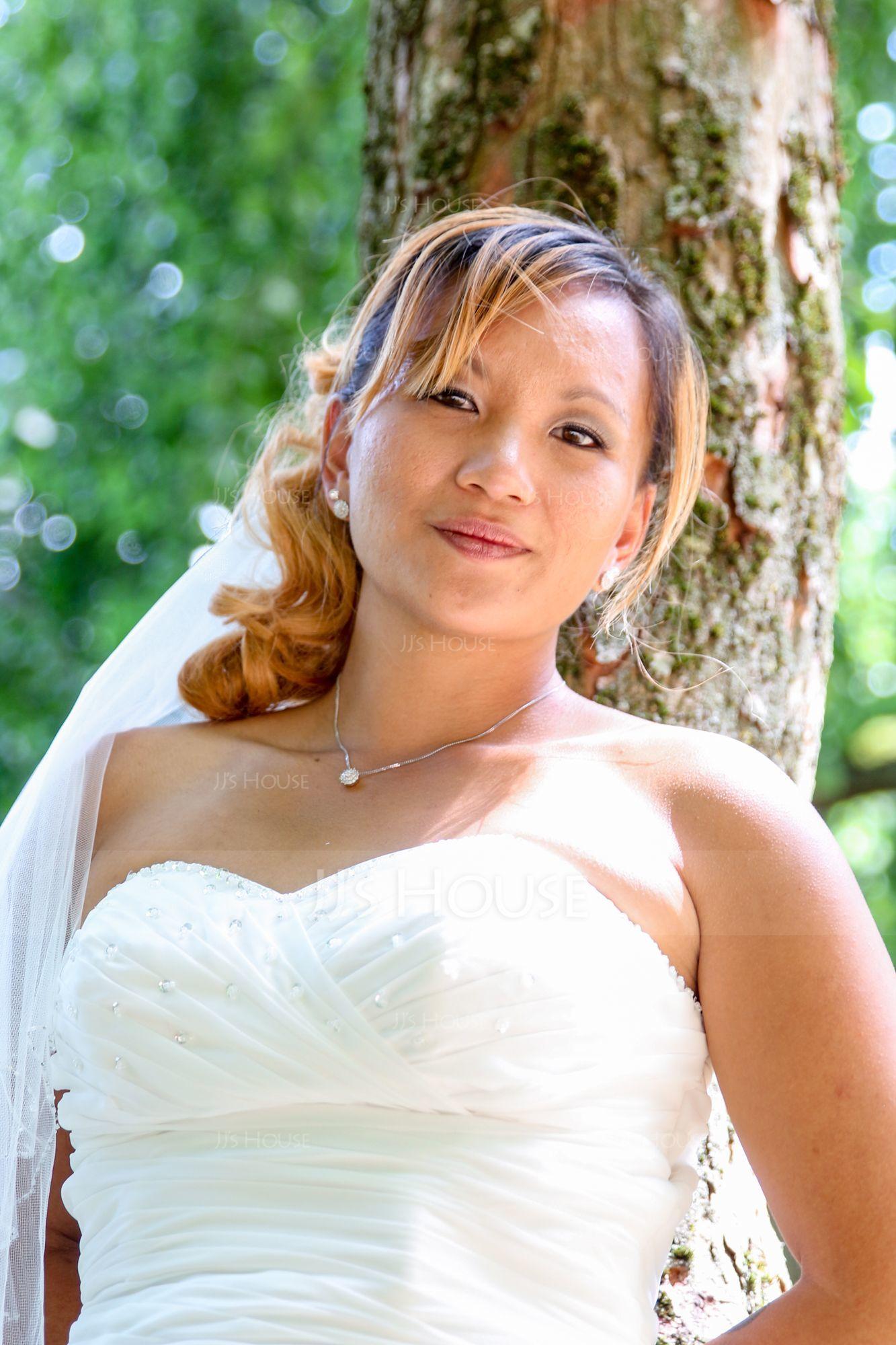 Trumpet/Mermaid Sweetheart Court Train Chiffon Wedding Dress With Ruffle Beading (002006370)