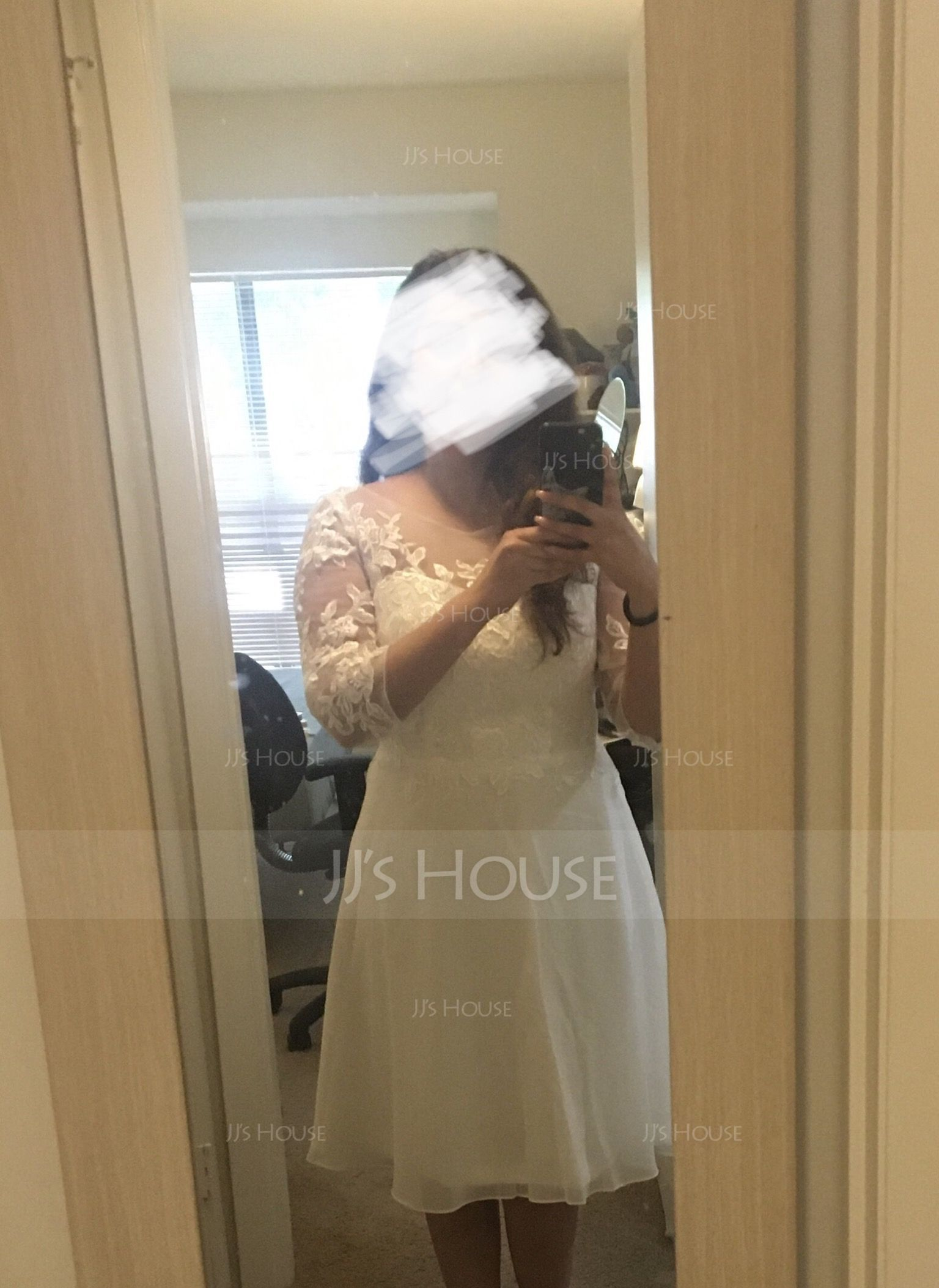 A-Line/Princess Scoop Neck Knee-Length Chiffon Cocktail Dress With Beading Appliques Lace (270184062)