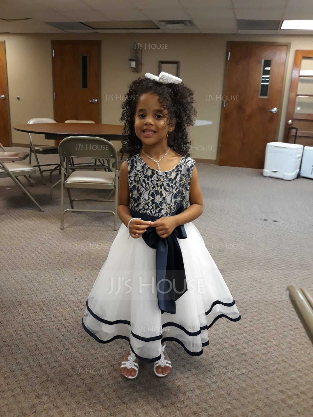 A-Line/Princess Knee-length Flower Girl Dress - Tulle/Lace Sleeveless Scoop Neck (010108310)