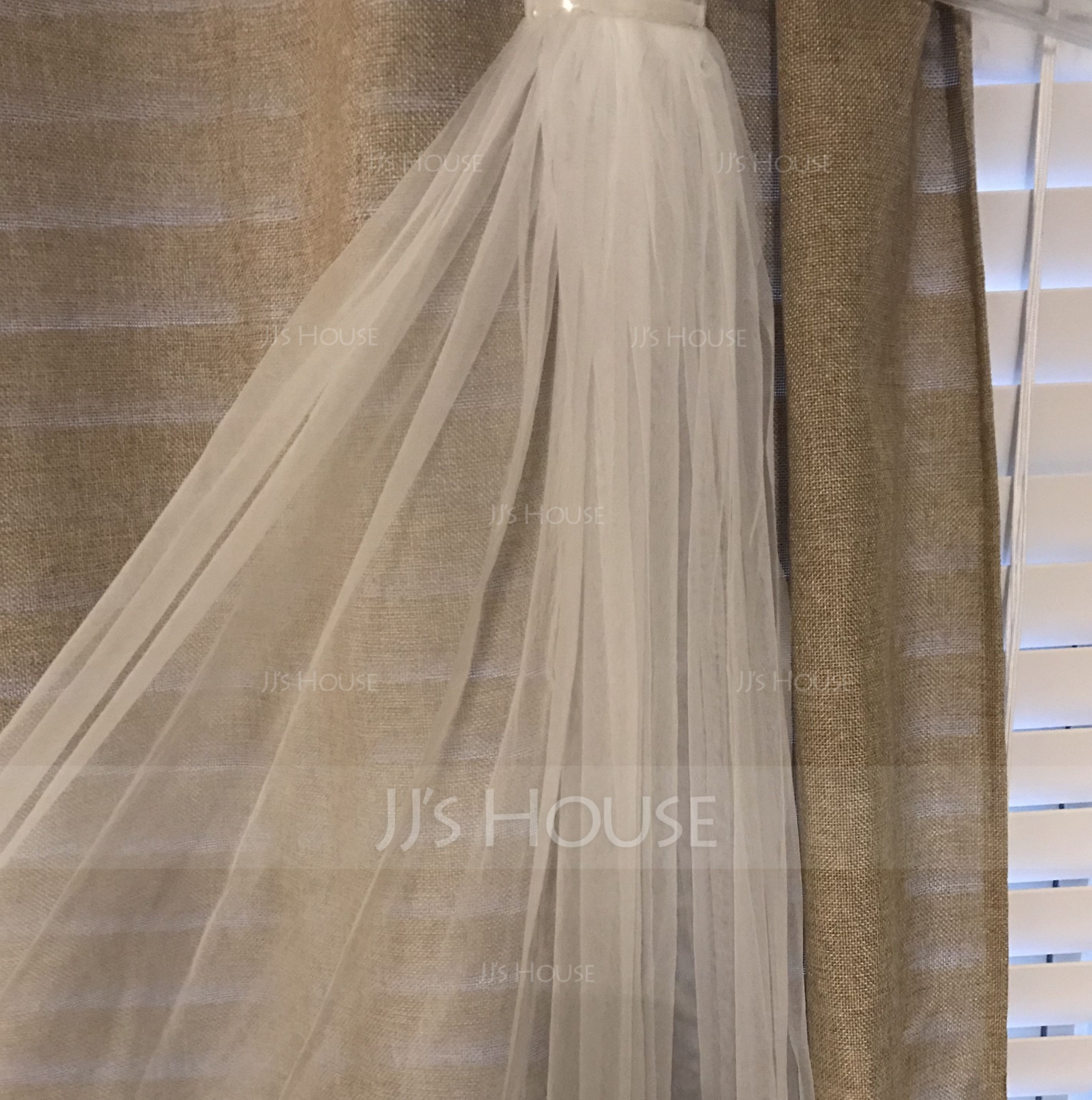 One-tier Waltz Bridal Veils With Cut Edge (006066063)
